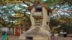 ಹ್ಯಾಂಗಿಂಗ್ ಗಾರ್ಡನ್ನಲ್ಲಿರುವ ದೈತ್ಯ ಹುಡುಗಿಯ ಬೂಟು ನೋಡಿ