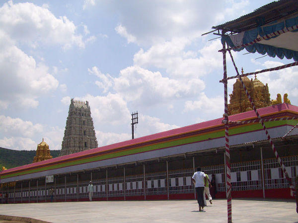 ಪುಣೆ ಬಳಿಯ ಮಿನಿ ತಿರುಪತಿ ಬಾಲಾಜಿ ದೇವಾಲಯ!
