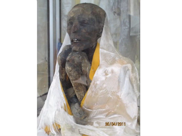 Lamas mummy in the village of Gwei (Uu)