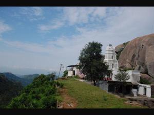 Devarayanadurga An Amazing Trekking Spot Near Bengaluru