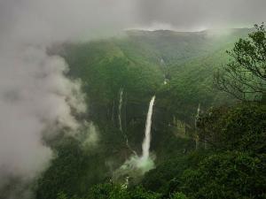 India S Highest Most Tragic Waterfall Nohkalikai Falls Meg
