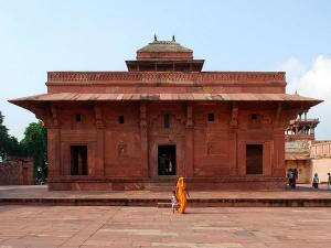 Witness These Glorious Monuments Built By Akbar