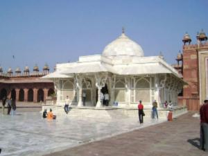 Tourist Places To Visit In And Around Agra