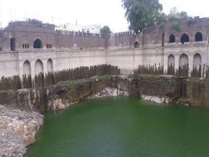 Taj Bawadi Bijapur History Photos And How To Reach