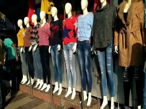 If You Want Buy Clothes In Cheepest Rate Then Go To Gandhi Nagar Market Delhi