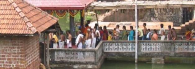 ಈ ದೇವಾಲಯವನ್ನು ಕಾಯುತ್ತಿರುವ ಮೊಸಳೆ....!